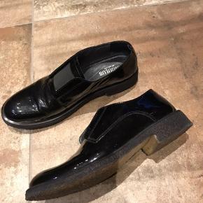 Fine lak sko fra Angulus sælges Sender gerne