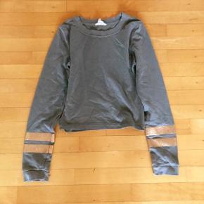 H&M armygrøn bluse med striber kobberfarvede striber på ærmerne str 158-164 cm
