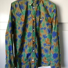 Skjorte med flot farvepalette som går under navnet Anton botanical shirt. Lavet i ren bomuld. Mp 300