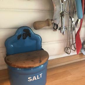 Gammelt madam blå saltkar