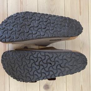 Skoene er kun prøvet indenfor et par gange.