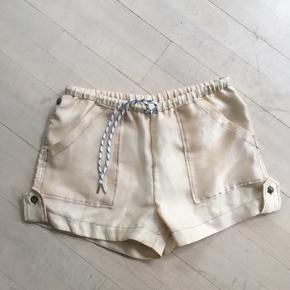 Ganni shorts i str 36 :-) passer en 34 og en 36(2 str da man kan justere hvor stramt de sidder i livet )