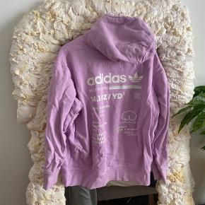 Adidas hættetrøje str.XL, nok mere en L💜