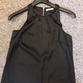 Fin sort kjole m. lommer 😍