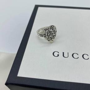 Gucci Ghost Ring  Str 15  Stand 10/10 med alt OG   Pris 1499,-