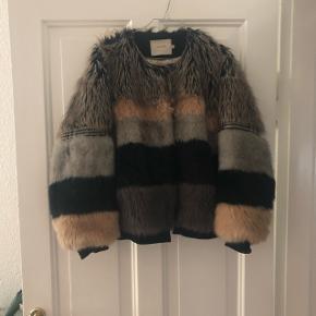 Munthe faux fur pels. Nypris 4000kr. I fin stand. Str 38.