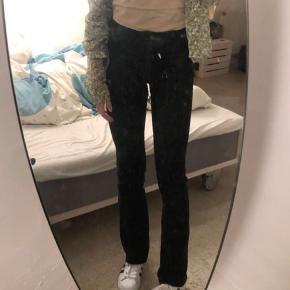 Sælger disse fede bootcut/trompet jeans fra asos💜