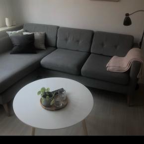 Både sofabord og sofa sælges. Byd