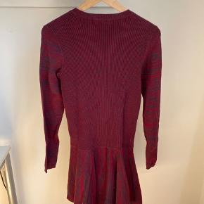 Ganni kjole i bomuldsstrik 🌱 Gået med 1 eller 2 gange, ellers fremstår den som helt ny