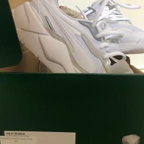 Puma rs-x3 puzzle white silver. Mega fede sneaks med en chunky sål.