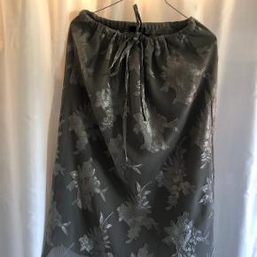 One Vintage kjole eller nederdel