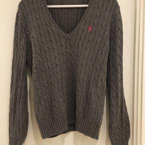 Lækker sweater - brugt men rigtig fin stand.  Vil sige den passer en str 38  Kan afhentes i Gug/Aalborg eller sender med DAO