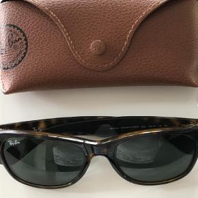 48c67fdad734 Varetype  Solbriller Størrelse  55 Farve  Brunlig Prisen angivet er  inklusiv forsendelse. Flot. Ray-Ban Solbriller
