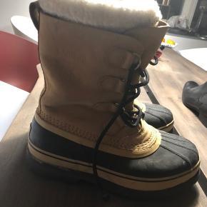 Har disse smukke sorel støvler til salg da jeg aldrig får dem brugt, de er brugt 2 gange.  Størrelse er 42,5 men er store i størrelse.
