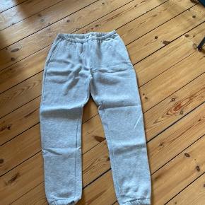 Gråmelerede jogging bukser fra NLY TREND i størrelse L. Maksimalt brugt en enkelt gang.