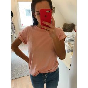 Lyserød T-shirt fra Boii. Aldrig brugt