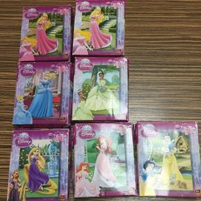 7 små puslespil med de forskellige Disney prinsesser.  35 brikker pr puslespil. Afh i 6710