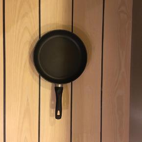 Brand: Ballarini Varetype: Stegepande Størrelse: 14 cm i diameter  Godt til at stege fisk på