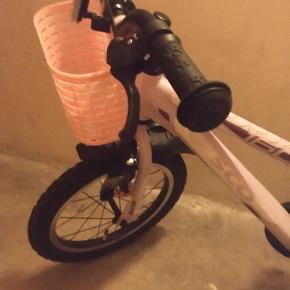 Pæn pige cykel. 18 tommer. Fra sco