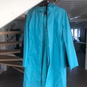 Virkelig fin regnfrakke i god stand Byd gerne 😊😊