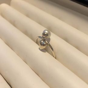Ring med dinglende perle og hjerte fra spinning i sølv  Str. S  Byttes ikke - mulighed for afhentning
