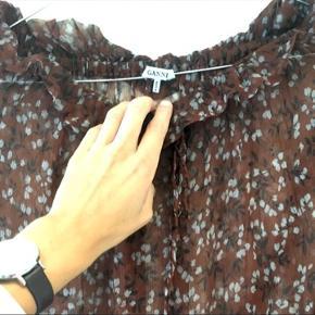 Helt vildt smuk Ganni nederdel. Sælger den da jeg desværre ikke får den brugt.