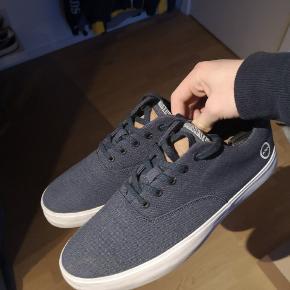 Woden sko De er brugt 1 eller 2 gange så man kan godt se de er brugt men står dog i god stand Original emballage medfølger