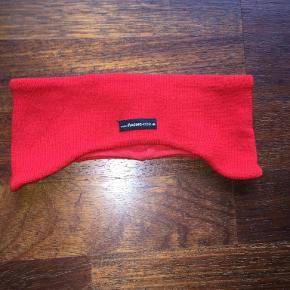 Varetype: Smart pandebånd Størrelse: Ca. 7-12 år Farve: Rød  Smart rødt pandebånd. Er ikke brugt meget - derfor som ny. Kan bruges af såvel børn som voksne. Passer børn fra ca. 7-12 år. Bytter ikke Se også mine øvrige annoncer. (7)