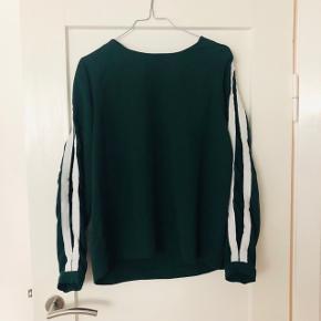 Lækker bluse fra Envii i mørkegrøn 😊