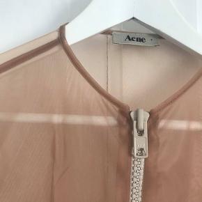 Fin transparent lynlås-cardigan fra Acne