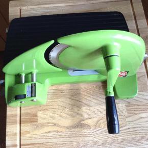 Varetype: Eva Brødmaskine Retro Størrelse: Alm Farve: Grøn  Retro Eva Brødmaskine, brugt med alm brugstegn, men ingen revner osv  Betaling via mobilpay,ved tspay betaler køber gebyr  Mp 175 pp