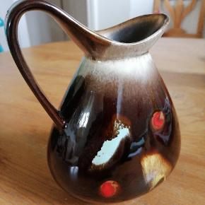 W. Germany / West Germany kande eller vase. I flotte farver og nuancer Kom med bud Fremstår i god stand, bortset fra lille afslag i bunden (se billede)