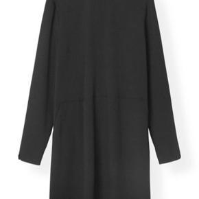 Smuk kjole fra Ganni (Clark) sælges. Den er aldrig brugt kun prøvet på. Bytter ikke