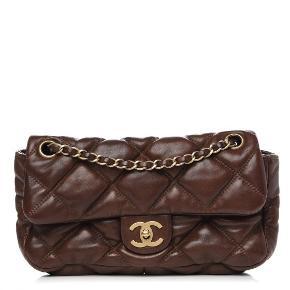 CHANEL Lambskin Small Bubble Quilt Flap Bag Brown   Super lækker Chanel taske,  limited edition, i den smukkeste chokolade brune farve med gyldent satin foer. Brugt minimalt. Rigtig god stand  Kun seriøs henvendelse. Spørg gerne efter flere billeder.