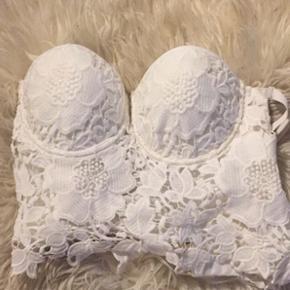 Flot hvid top/lingeri købt i London  Str S/M Byd🌸