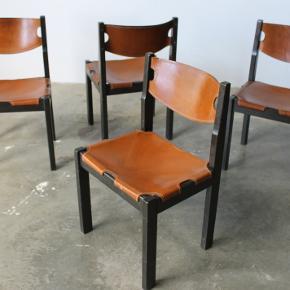 4 x smukke spisebordsstole i cognac farvet kernelæder. Hjemhentet fra Paris. Står med patina.  Samlet pris 7500,-  Se evt mine andre annoncer for mere dansk design. Levering på strækningen Århus-KBH, samt hele Fyn.  Vintage. Retro. Børge Mogensen. Jagtstol. Spansk stol.