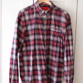 Flot ternet skjorte fra Won Hundred i 100% bomuld
