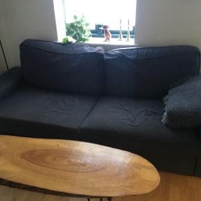 Sælges hurtigt - BYD, køb, afhent inden onsdag   Mål på sofaen:  Længde: 240 cm  Dybde: 90 cm   BYD