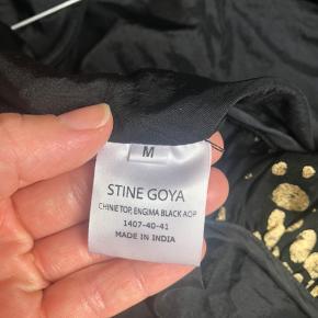 Fin guldbluse som sælges for at rydde op i skabet. Den er kun blevet brugt 4-5 gange og er i rigtig fin stand