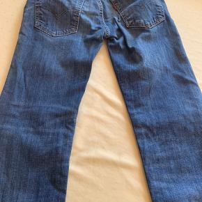 Levis jeans mørkeblå  Perfekt stand