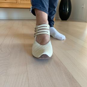 Think sandaler
