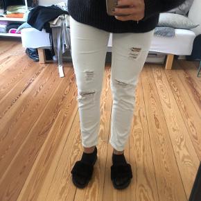 Zara jeans med huller og regulær fit 😍 BYD!
