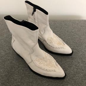 Smukke støvler - få mærker