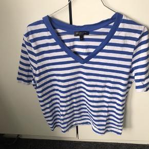 Lækker t-shirt fra selected, brugt meget få gange. Fremstår som ny  Mængderabat gives!🤩
