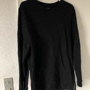 Sælger   Asos trøje med fede detaljer i bund og på ærmer  God stand  Str M  Priside: 100  Sender gerne
