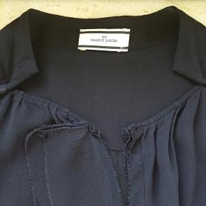 BY MALENE BIRGER BLUSE 100% VISCOSE LANG CA 62 CM BRYST CA 94 CM  PERFEKT STAND