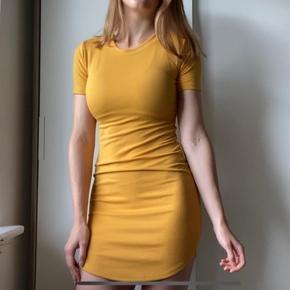 Flot tætsiddende kjole fra forever21.