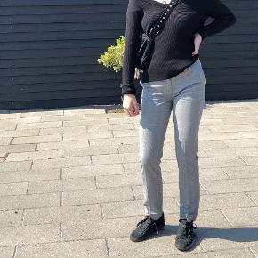 Fede ternede bukser fra H&M Str: XS Prisen er ikke fast, så byd endelig :)