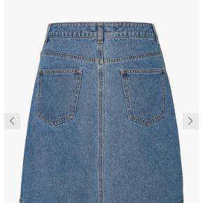 Sælger denne nederdel.  Skriv for flere billeder. Brugt meget få gange.   Np: 160kr Mp: byd