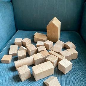 Træ klodser  - fast pris -køb 4 annoncer og den billigste er gratis - kan afhentes på Mimersgade 111. Kbh  - sender gerne hvis du betaler Porto - mødes ikke ude i byen - bytter ikke